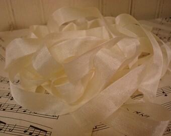 20 Yards Vintage Seam Binding - Creamy White