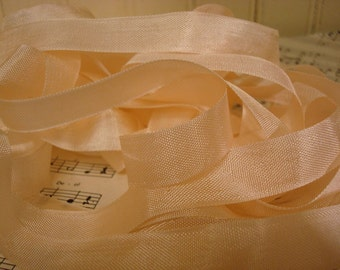 5 Yards Vintage Seam Binding - Pale Peach