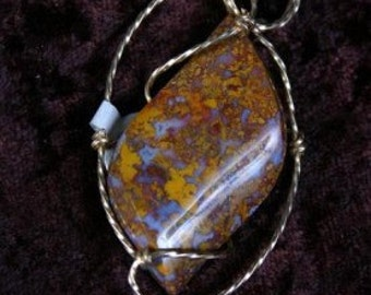 WIREQUEEN  Middle Earth Jasper Pendant in 14kt Rolled Gold