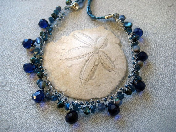 Hand knitted wire necklace in silver and blue quartz with pearls
