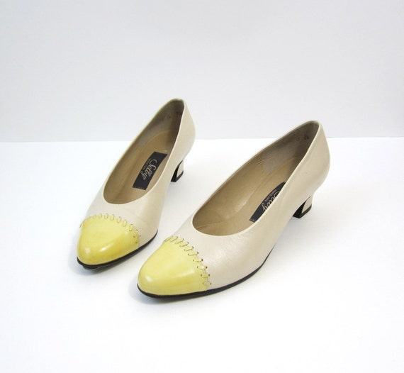Vintage Pale Yellow Cap Toe Heels Size 7
