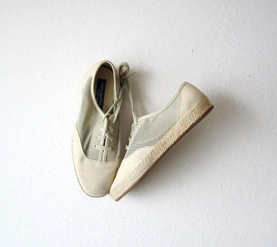 Vintage Easy Spirit Mesh Neutral Sneakers Size 9