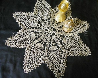 Crochet Pineapple Doily / Cottage Chic