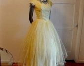 1950s dress / Mellow Yellow Vintage 50's Lace and Tulle Party Dress Tons Buttons Back