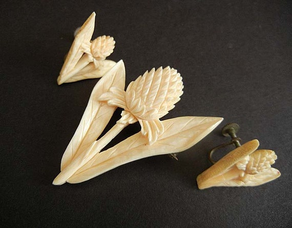 1940s hawaiian / Exotic Vintage 40's Hawaiian Flower Carved Ivory Brooch Pin and Earrings Set