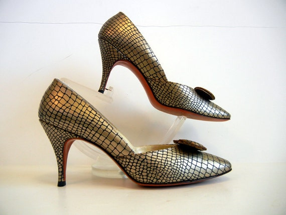 1960s shoes / The Golden Gator Vintage 60's Gold High Heel Shoes