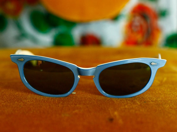 Cobalt Blue Vintage/Retro Cat Eye Sunglasses by Calobar