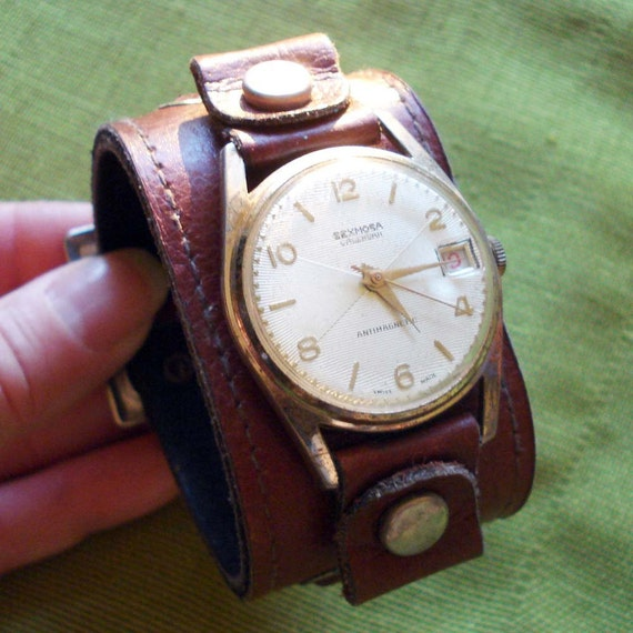 70s Vintage Watch with Wide Leather Cuff Style Band - Sexmosa Calendar Watch