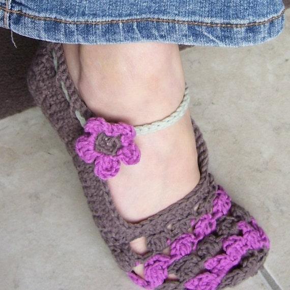 Download Now - CROCHET PATTERN Ladies Flower Petal Mary Janes Slippers - Pattern PDF