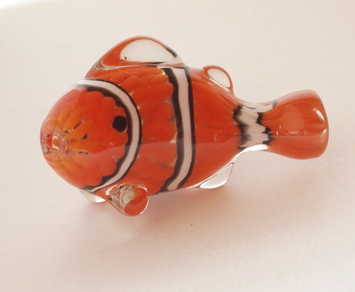 Clown fish hand blown glass pipe clownfish artwork by ollieill for Glass fish pipe