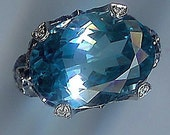 18 KARAT WHITE GOLD DIAMOND SAPPHIRE BLUE TOPAZ RING