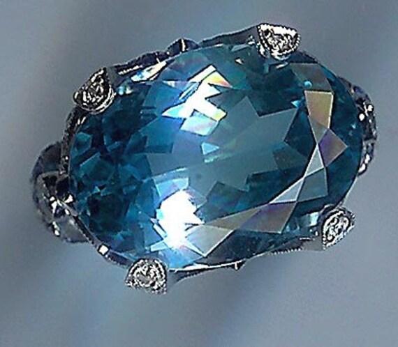 18 KARAT WHITE GOLD DIAMOND SAPPHIRE BLUE TOPAZ RING