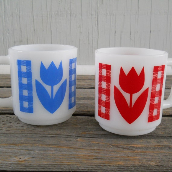Coffee Cups Gingham and Tulips Milk Glass Glasbake