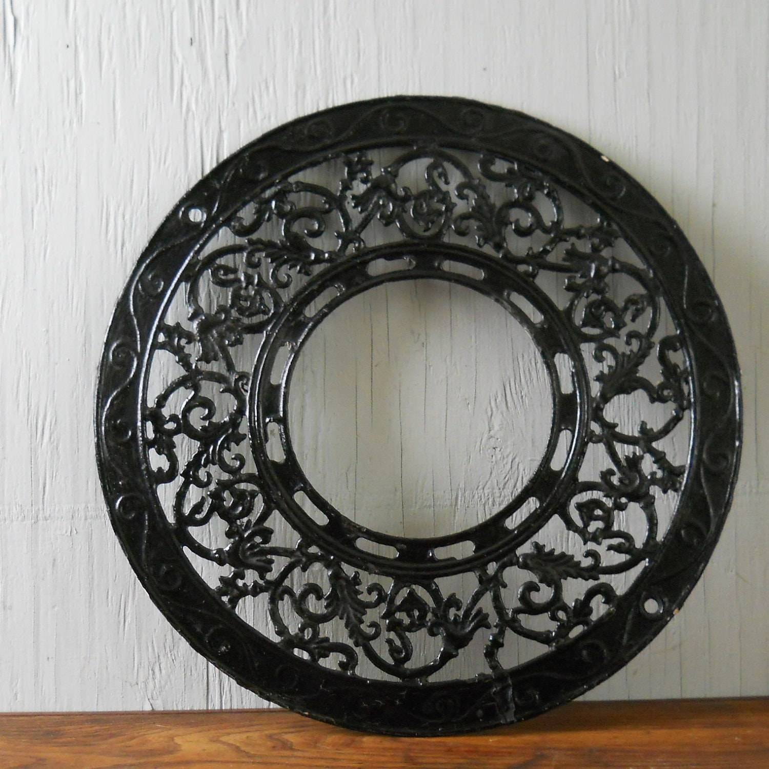 Antique Decorative Cast Iron Stove Pipe Grate