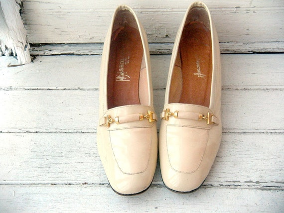 Vintage 60s Buttercream Patent Leather Kitten Heels with Buckles