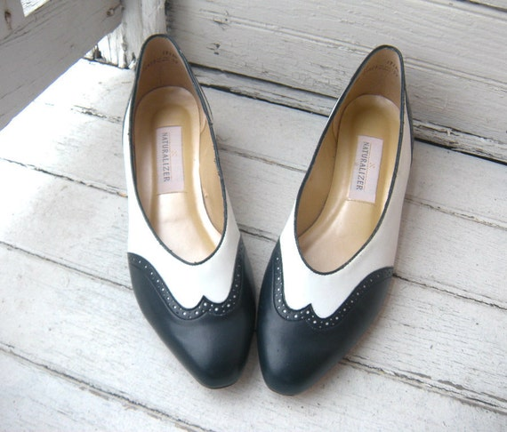 Vintage Womens Spectator Heels / Navy and White Leather / Naturalizer Sz 12