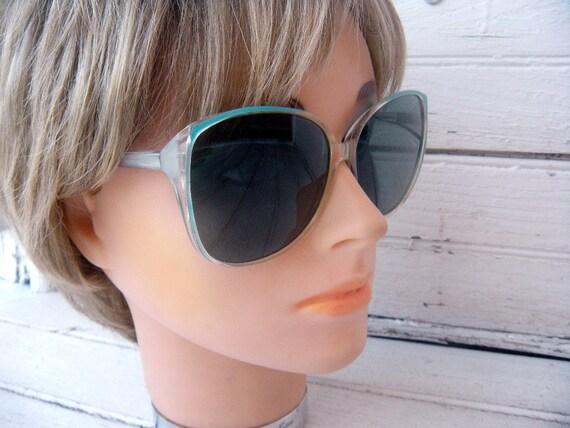 Vintage 70s 80s Aqua Turquoise Rim Sunglasses