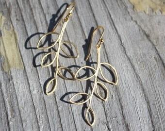 14K Gold Simple Leaf Earrings