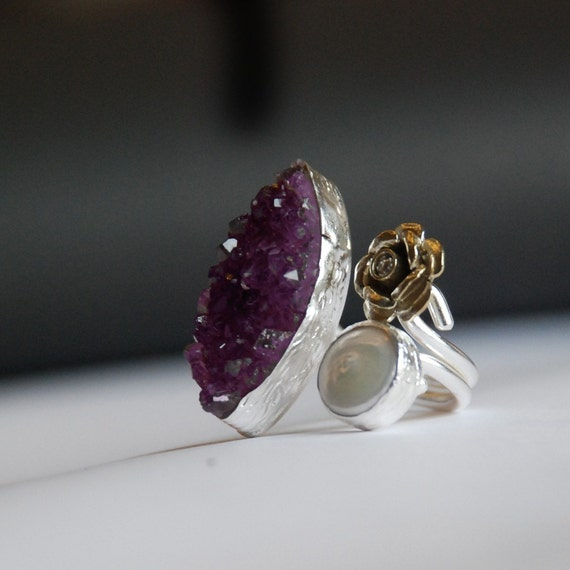 Amethyst Ring with a Diamond like Zircon Stone in the middle of a Rose and a Pearl