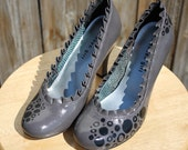 Gray Ruffle Madden Girl Hand Painted Heels in Women's Size 7.5