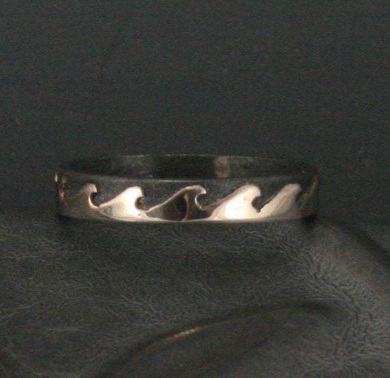 Two Tone Band--Wave Ring--Black Silver and 14K White Gold Band--Women's Wedding Ring--Nature Jewelry--Surfer Ring--Bimetal Band--Surfer Girl