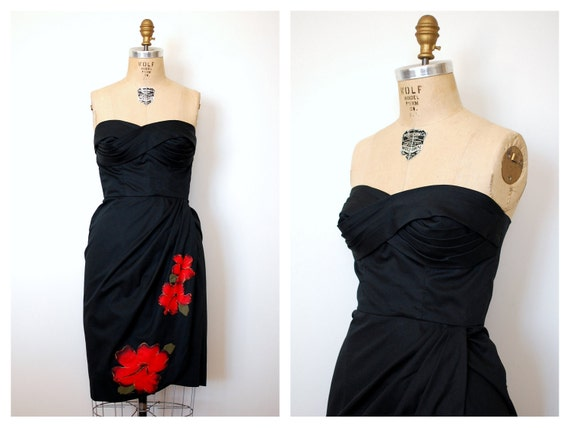 r e s e r v e d 50s strapless dress / 1950s black hawaiian cocktail dress / Fire Hibiscus