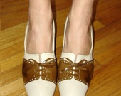 sassy vintage Red Cross spectator bow tie pumps 8