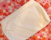 SALE mod vintage cool winter white clutch