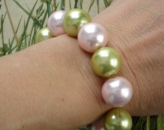 vintage pearly pink and green beaded bracelet
