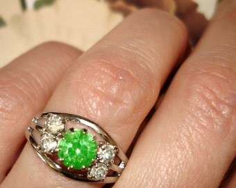 vintage sparkling green and white rhinestone ring
