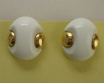 mod vintage Trifari white and gold clip on earrings