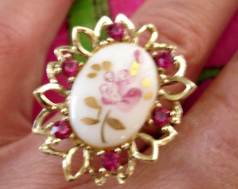 vintage fuchsia pink and gold floral cameo rhinestone cocktail ring