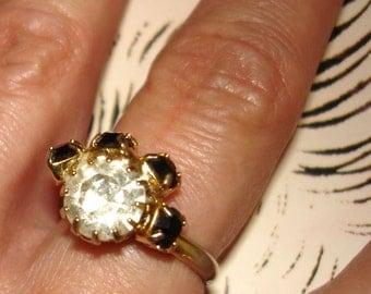pretty vintage black and white rhinestones ring