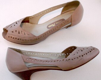 SALE vintage taupe leather cutout peep toe pumps 8 M