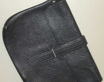 simple, stylish, and sturdy vintage navy blue leather clutch purse