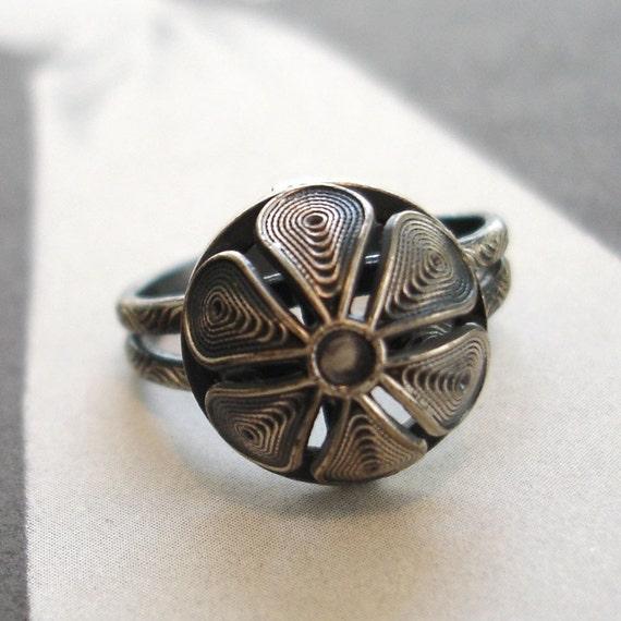 SALE vintage silver filigree flower ring