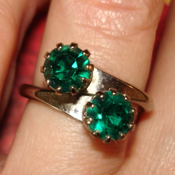 SALE vintage emerald bypass ring
