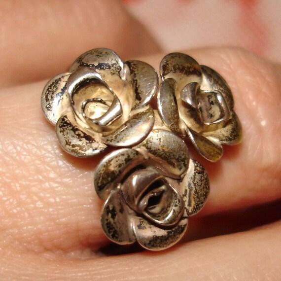 beautiful vintage BEAU sterling silver triple rose ring