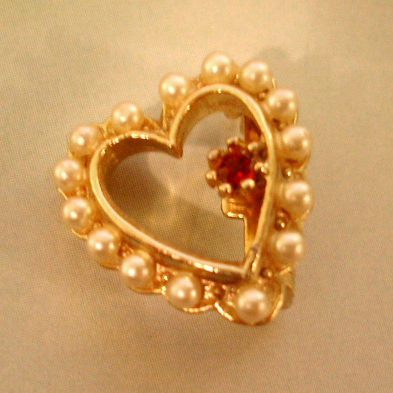 adorable vintage faux pearl and ruby heart shaped brooch
