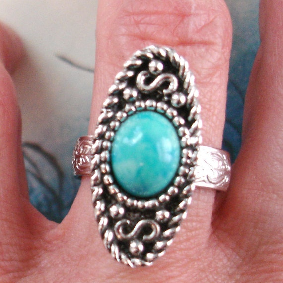 vintage initial S is for Sarah Coventry faux turquoise western style silver cocktail ring