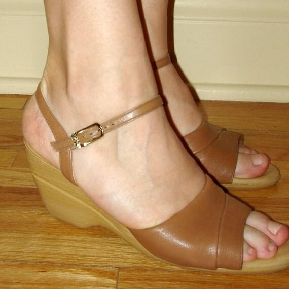 SALE vintage fanfares yo yo caramel colored leather wedge sandals 8 N