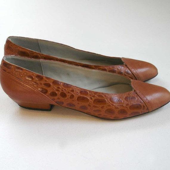 SALE vintage caramel colored crocodile leather spectator flats 8.5