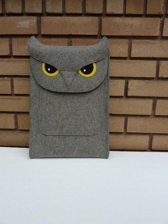 Laptop 15 inch sleeve - Owl in natural grey designer felt
