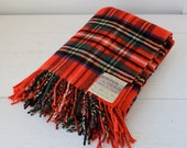 vintage 1950s wool throw. plaid lap blanket or shawl. Made in Great Britain / the STADIUM ALE throw