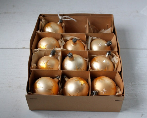 vintage 1950s Christmas ornaments. Handpainted glass by Fantasia. Stars and snowflakes on gold balls. Set of 10.