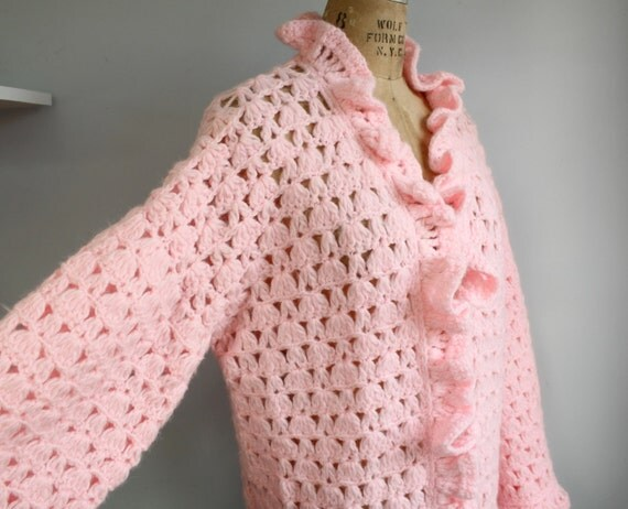 vintage 1970s pink ruffle cardigan. Handknit. Size M - XL /  the ANGEL FOOD sweater