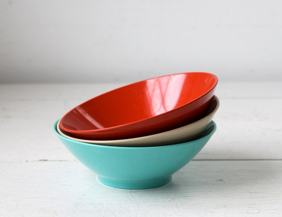 vintage 1950s melmac bowls. Set of 3. Aqua, scarlet, tan. Florence Prolon retro mod melamine  / IRVING'S SIDE Salad bowls