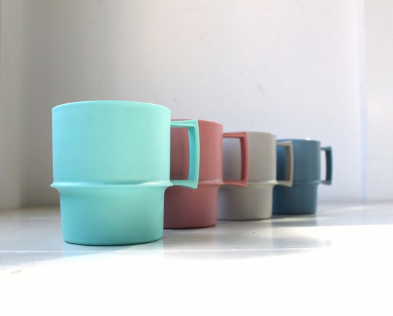 vintage 1970s tupperware mugs. Set of 4. Aqua, silver gray, periwinkle, rose pink / retro mod / the PICNIC COFFEE cups