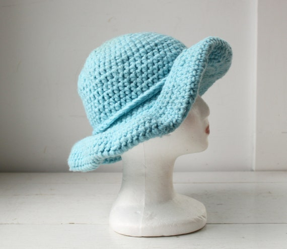 Sale / 1970s vintage floppy hat. powder blue. wide brim. hand knit with matching band. boho hippie / the WOODSTOCK PICNIC hat