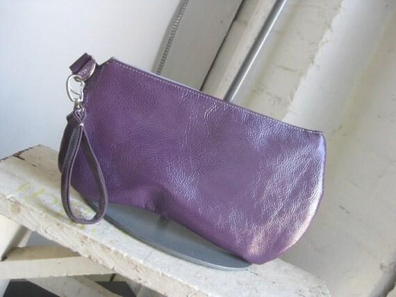 Tori wristlet in purple patent leather